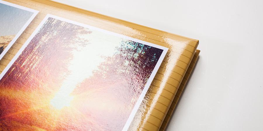 Fotobuch mit Wattierung und glänzender Veredelung