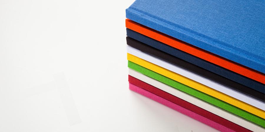 Leineneinband in verschiedenen Farben